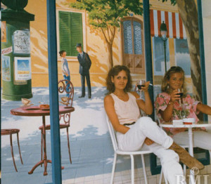 Doris Latzke with a friend in front of a painted Parisian street scene