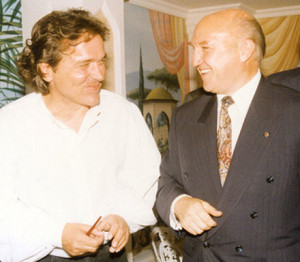 Latzke talking to the general manager of the Kempinski hotel Ciraghan Palace, Peter W. Tischmann