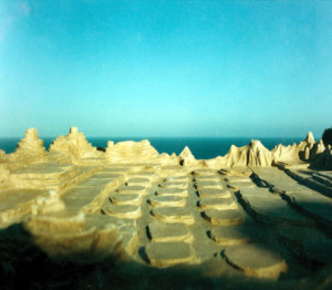 Long before Steven Spielberg rediscovered the dinosaurs for the movies, Latzke designed a chess game as a primeval rocky landscape ....