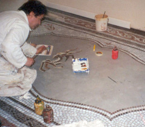 In the entrance area Latzke painted a trompe l'oeil mosaic on the floor