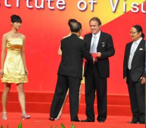 The Mayor of Shanghai presents Latzke the certificate of honorary professorship of Fudan University