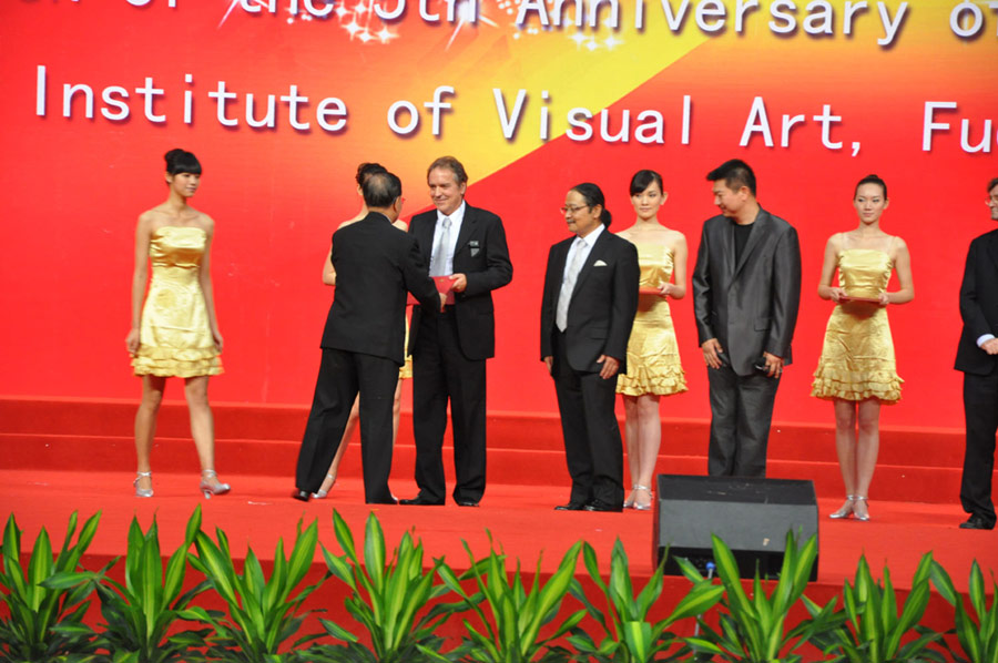 Rainer Maria Latzke receives a Honorary Professorship of the Shanghai Institute of Visual Art